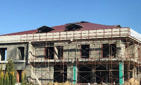 Rada inþaat yurt binalarý çelik çatý iþleri tamamlandý.